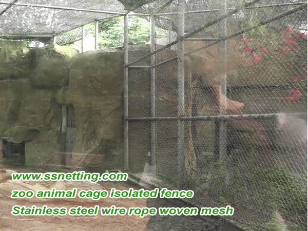 Animal cage isolation fence in zoologicals